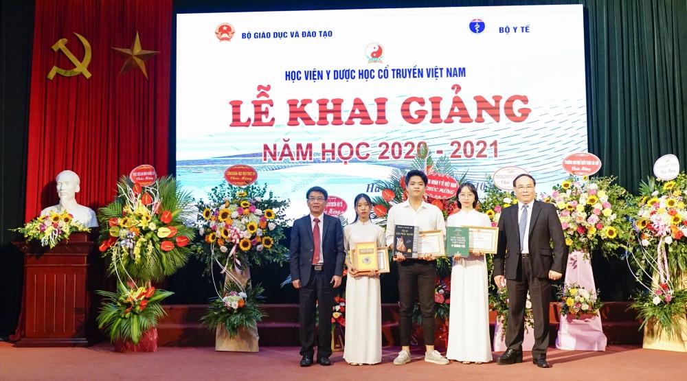 Học viện Y – Dược học cổ truyền Việt Nam chào đón 5.000 sinh viên năm học mới