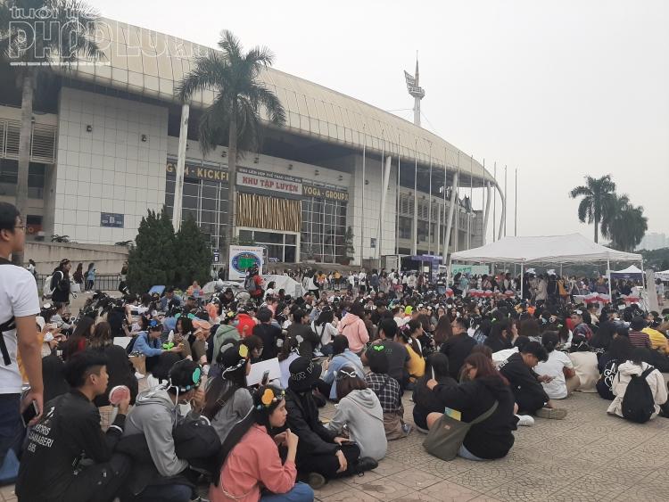 Các fan nườm nượp đổ về sân vận động Mỹ Đình trước lễ trao giải Asia Artist Awards 2019