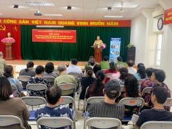 Cảnh sát giao thông Hà Nội tuyên truyền Luật An toàn giao thông tới người dân