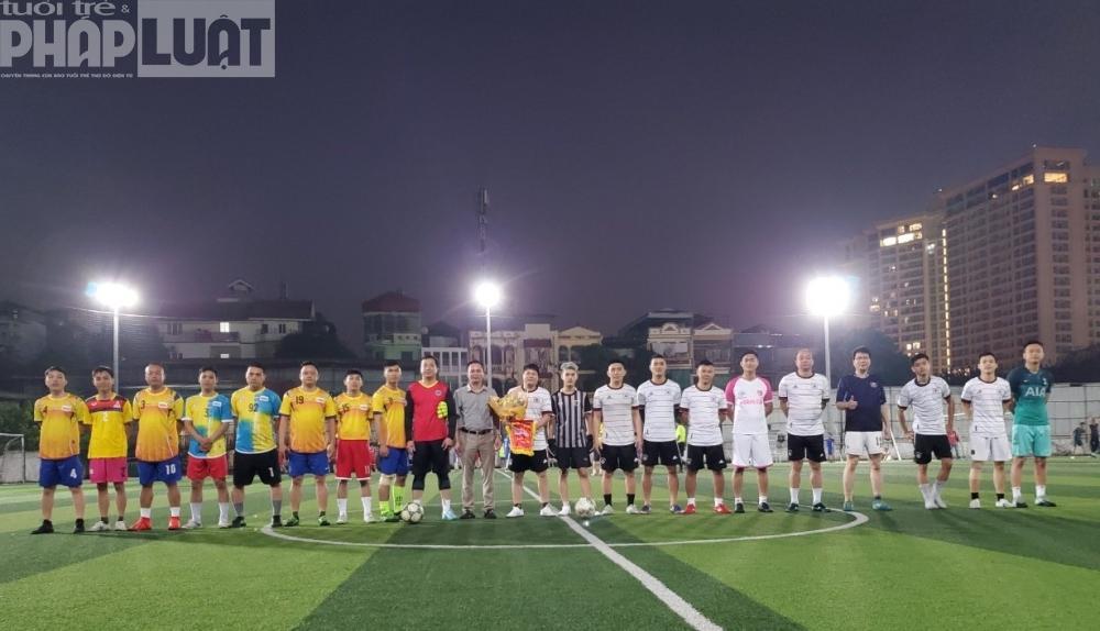 Báo Tuổi trẻ Thủ đô giao hữu bóng đá với Công an quận Ba Đình