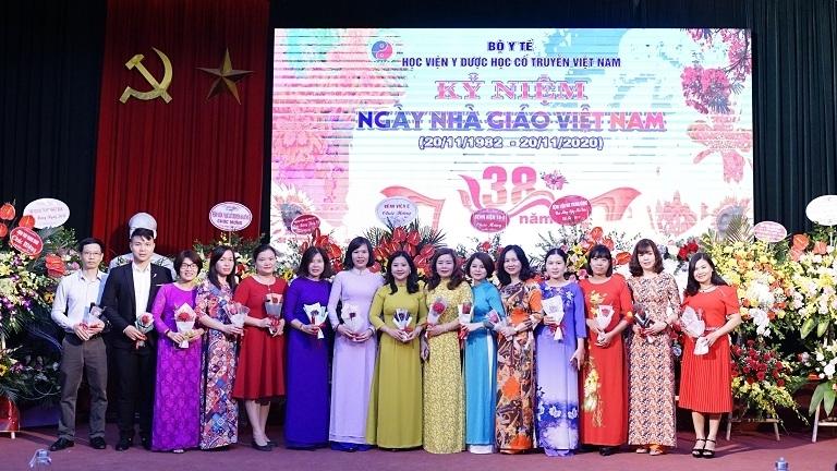 Học viện Y Dược học cổ truyền Việt Nam tổ chức lễ kỷ niệm ngày Nhà giáo Việt Nam.