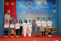 Tỉnh đoàn Yên Bái trao tặng bằng khen cho các em trong mô hình Hội đồng trẻ em