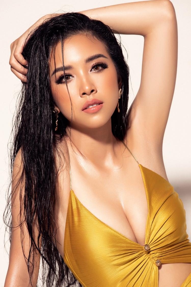 a hau thuy an rang ro toa sang voi bikini vang pha cach tai miss intercontinental 2019