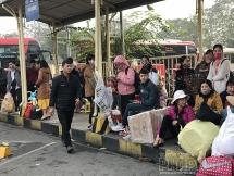 Người dân mệt mỏi rời Hà Nội về quê ăn Tết