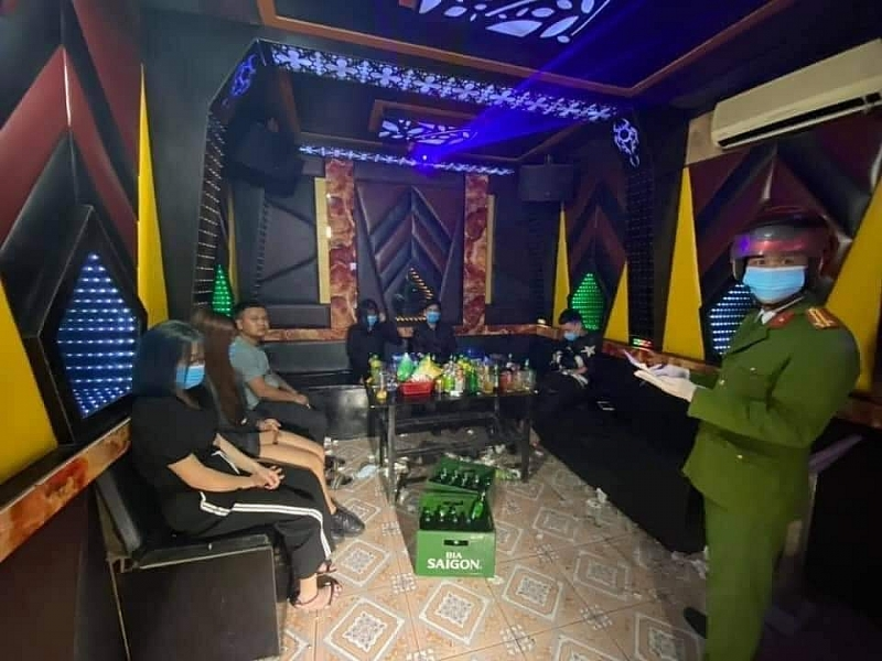 Hải Dương: Bất chấp lệnh cấm, quán karaoke Gily 34 vô tư hoạt động