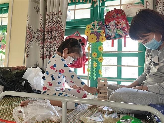 Hải Dương: Gỡ bỏ cách ly, 75 trẻ em mầm non Bạch Đằng về nhà ăn Tết