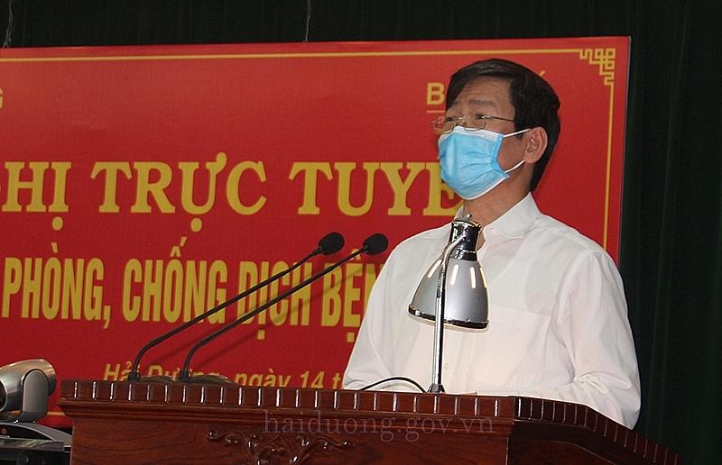 Phó Chủ tịch UBND tỉnh Lương Văn Cầu báo cáo tại về tình hình dịch bệnh của tỉnh Hải Dương