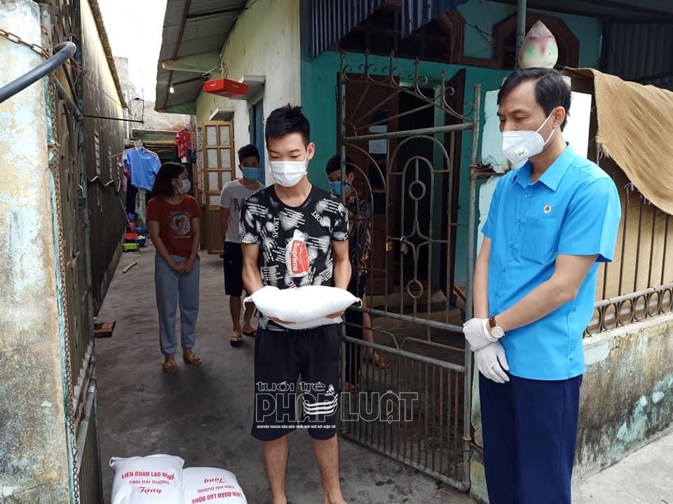 Hải Dương: Hơn 2.000 công nhân lao động tại thị trấn Lai Cách nhận được nhu yếu phẩm