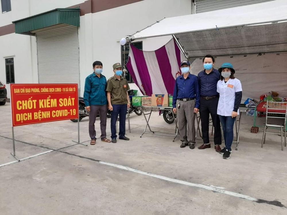 """Bộ Y tế truy tặng Kỷ niệm chương """"Vì sức khỏe Nhân dân"""" đến chị Vũ Thị Tình"""