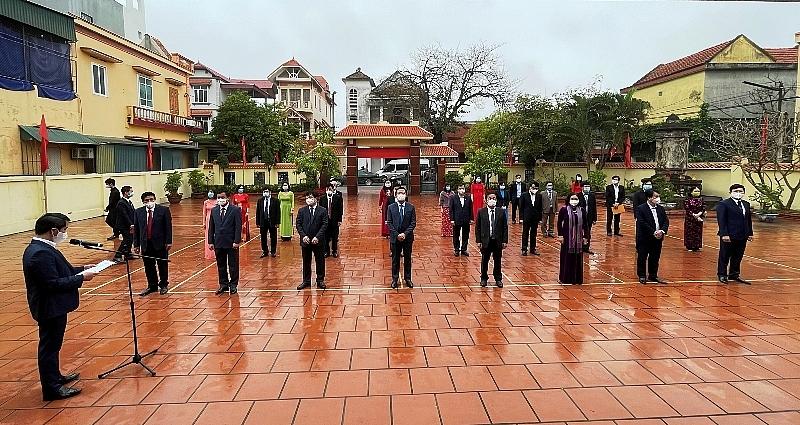 Các đại biểu dự lễ dâng hương tưởng niệm 110 năm ngày sinh của đồng chí Lê Thanh Nghị