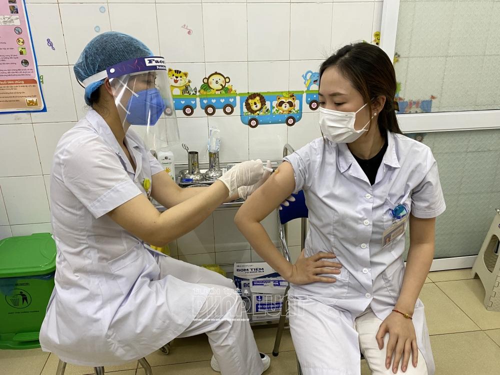 Ngày đầu Hải Dương tiêm vaccine Covid-19