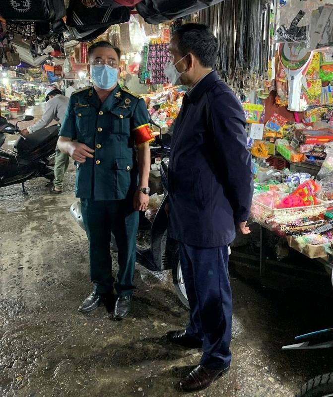 Phó Chủ tịch UBND tỉnh Lưu Văn Bản kiểm tra hoạt động chợ trên địa bàn huyện Cẩm Giàng