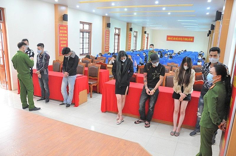 50 nam nữ bị bắt quả tang khi bay lắc tại huyện Bình Giang Hải Dương