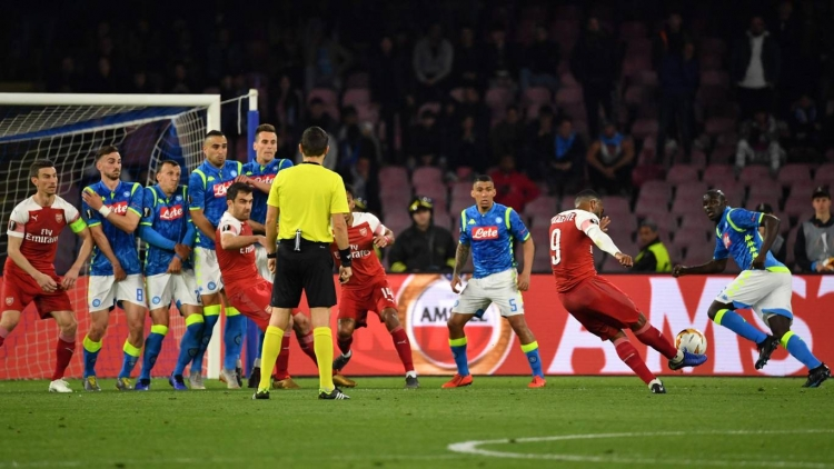 video arsenal ha napoli hien ngang vao ban ket europa league
