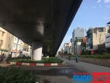 Hệ thống thoát nước cầu vượt An Dương - Thanh Niên liên tục bị rò rỉ sau mưa