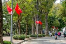Hà Nội rực rỡ cờ hoa chào mừng ngày sinh nhật Bác Hồ và Đại hội Đảng các cấp