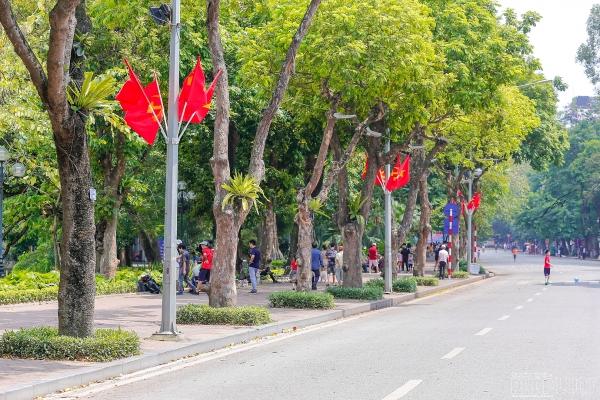 Hà Nội tạm đóng cửa phố đi bộ, nhiều tỉnh thành hủy lễ hội phòng Covid-19