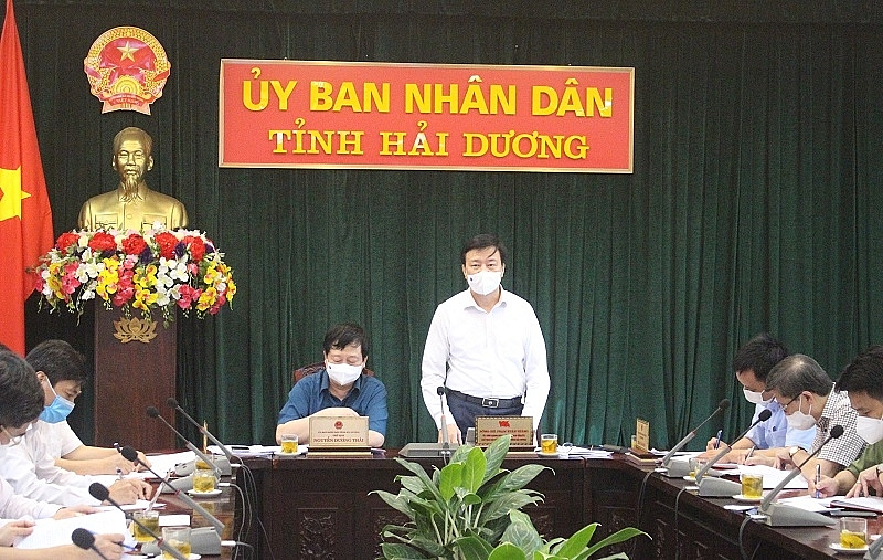 Đồng chí Bí thư Tỉnh ủy Phạm Xuân Thăng phát biểu chỉ đạo tại cuộc họp