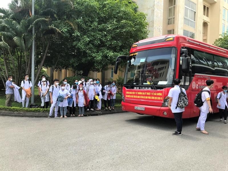 Hơn 200 giảng viên, sinh viên y tế Hải Dương lên đường hỗ trợ Bắc Giang và Bắc Ninh chống dịch