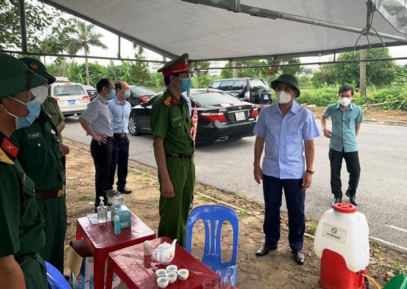 Phó Chủ tịch UBND tỉnh Lưu Văn Bản cùng đoàn công tác kiểm tra công tác quản lý, giám sát tại điểm cách ly tập trung