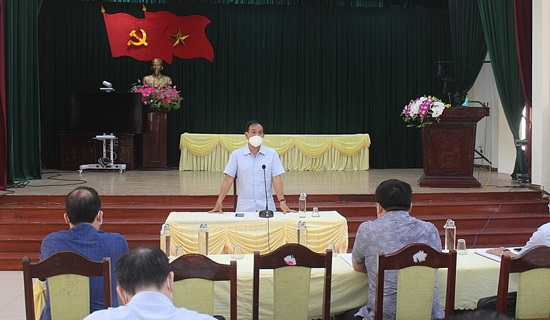 Đồng chí Lưu Văn Bản, Phó Chủ tịch UBND tỉnh, Tổ trưởng tổ công tác phát biểu tại buổi làm việc