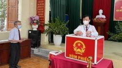 Lãnh đạo tỉnh Hải Dương bỏ phiếu bầu cử tại khu dân cư cư trú