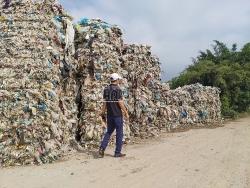 """""""Bức tường rác"""" gây ô nhiễm môi trường nghiêm trọng ở TP Hải Dương"""