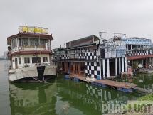Cận cảnh nhà hàng du thuyền xa hoa thành phế thải ở Hồ Tây