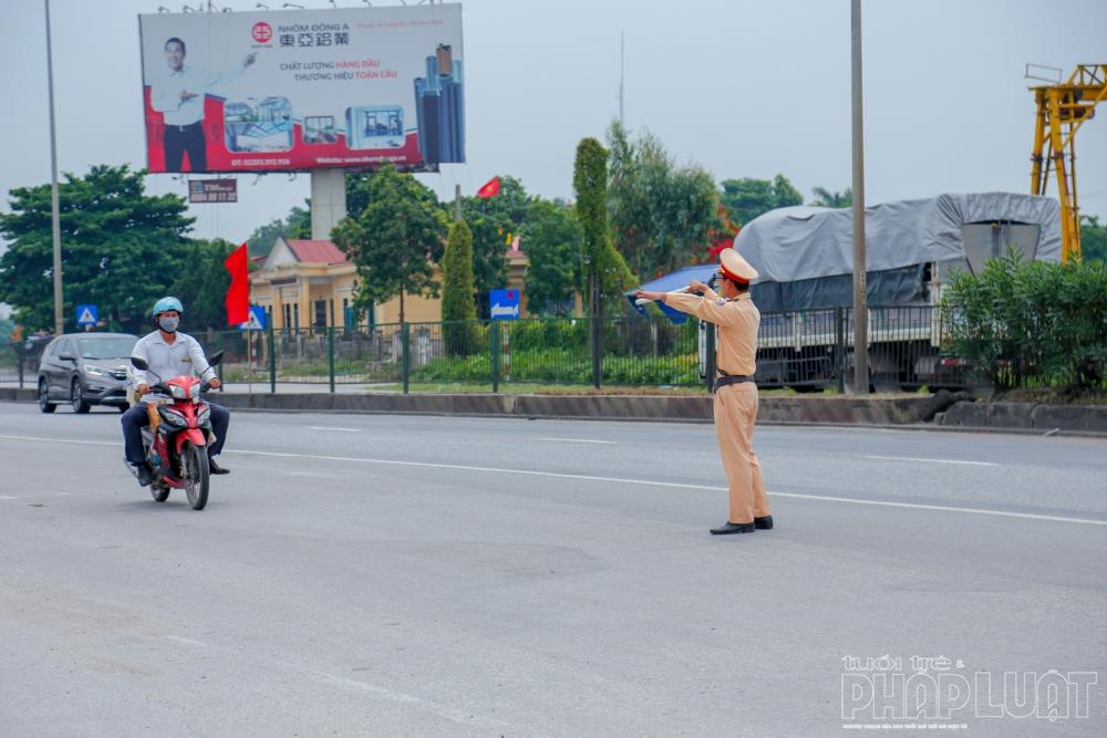 chinh sach noi bat tu thang 82020 csgt chi duoc dung xe trong 4 truong hop