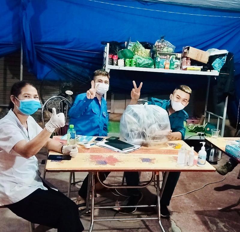 thanh niên tình nguyện tại chốt