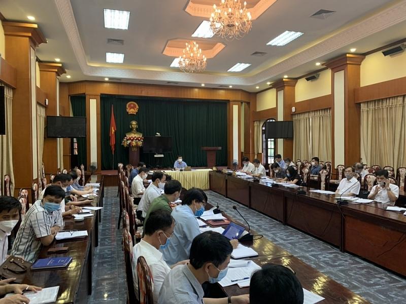 Chủ tịch UBND tỉnh Nguyễn Dương Thái chủ trì cuộc họp. Ảnh: