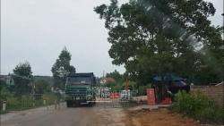 """Hải Dương: Binh đoàn xe tải """"vô tư"""" qua chốt kiểm dịch trước mắt lực lượng chống dịch"""