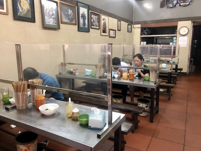 quán ăn có vách ngăn