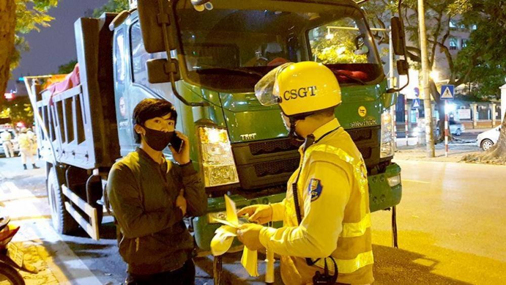 Hà Nội: Thu hồi phù hiệu kinh doanh vận tải 204 phương tiện