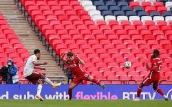 Bản lĩnh trên chấm luân lưu, Arsenal vô địch Siêu cúp Anh