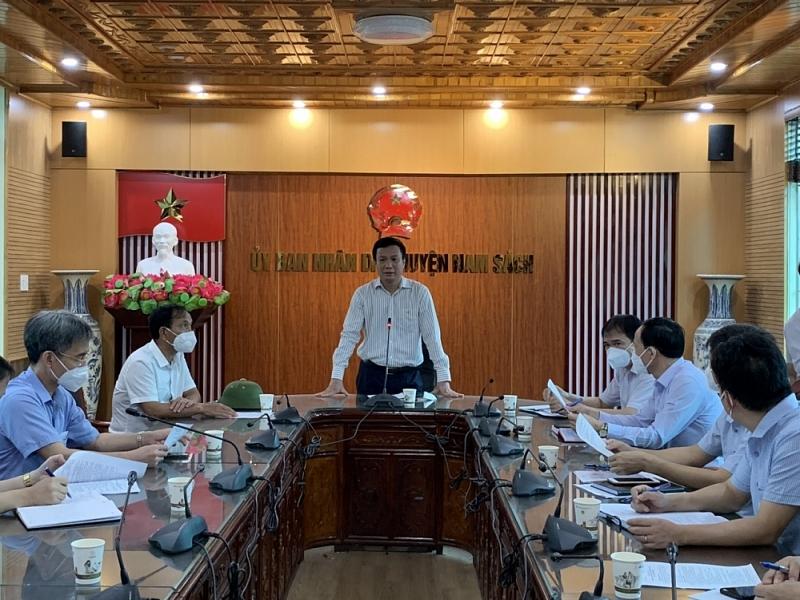 đồng chí Triệu Thế Hùng, Phó Bí thư Tỉnh ủy, Chủ tịch UBND tỉnh kiểm tra công tác phòng chống dịch Covid-19 tại huyện Nam Sách