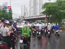 Hà Nội: Đang cao điểm giãn cách xã hội, người ra đường vẫn tấp nập