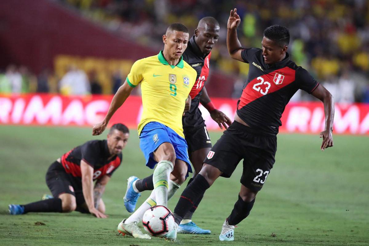 neymar du bi brazil thua be bang peru