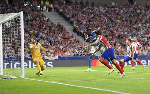 atletico 2 2 juventus danh roi chien thang phut 90