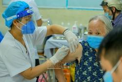 """""""Dịch bệnh phức tạp và nguy hiểm lắm, được tiêm vaccine là mừng rồi"""""""