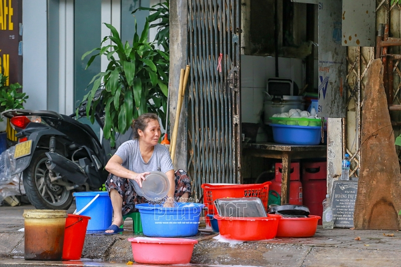 Hà Nội: Các cửa hàng e dè mở cửa kinh doanh trở lại