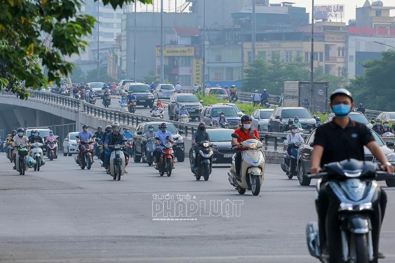 Nhiều tuyến phố ùn tắc trở lại ngày đầu Hà Nội kết thúc đợt giãn cách thứ 4