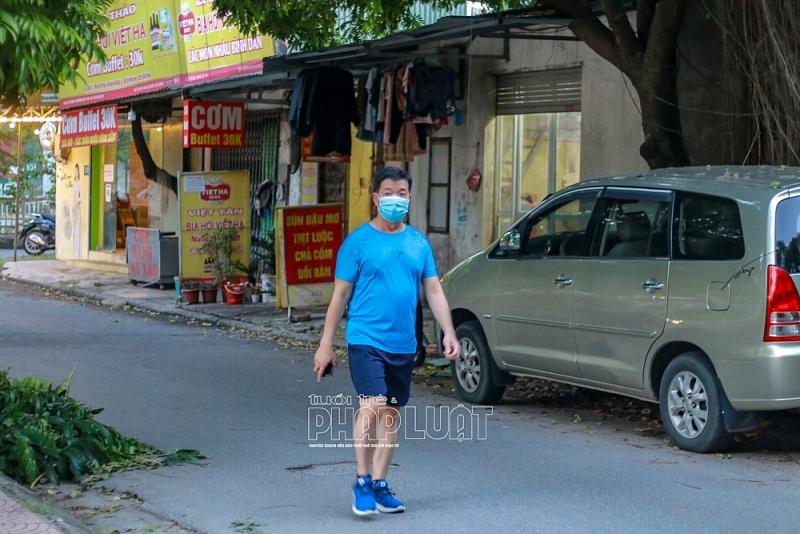Ngày đầu nới lỏng, người dân thủ đô háo hức ra đường tập thể dục