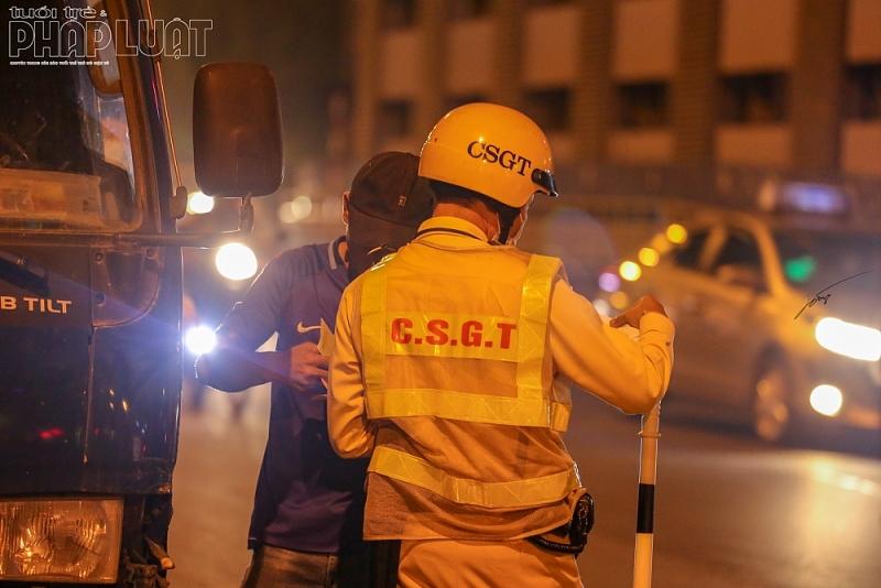 CSGT Hà Nội tăng cường kiểm tra, xử lý xe ô tô kinh doanh vận tải vi phạm trật tự