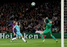 """Barcelona 0-0 Slavia Praha: Bất lực trước """"người nhện"""" Ondrej Kolar"""