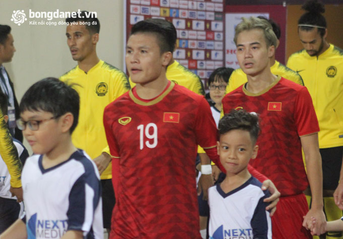 quang hai deo bang doi truong u22 viet nam du sea game 30