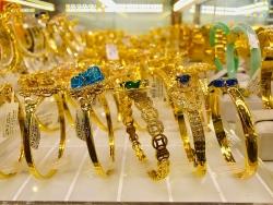 Giá vàng hôm nay 17/11: Tiếp tục sụt giảm