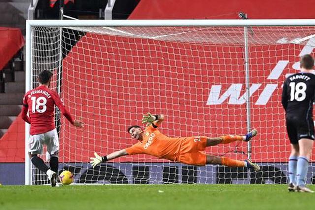 Đánh bại Aston Villa, Man Utd vươn lên bằng điểm Liverpool - 4