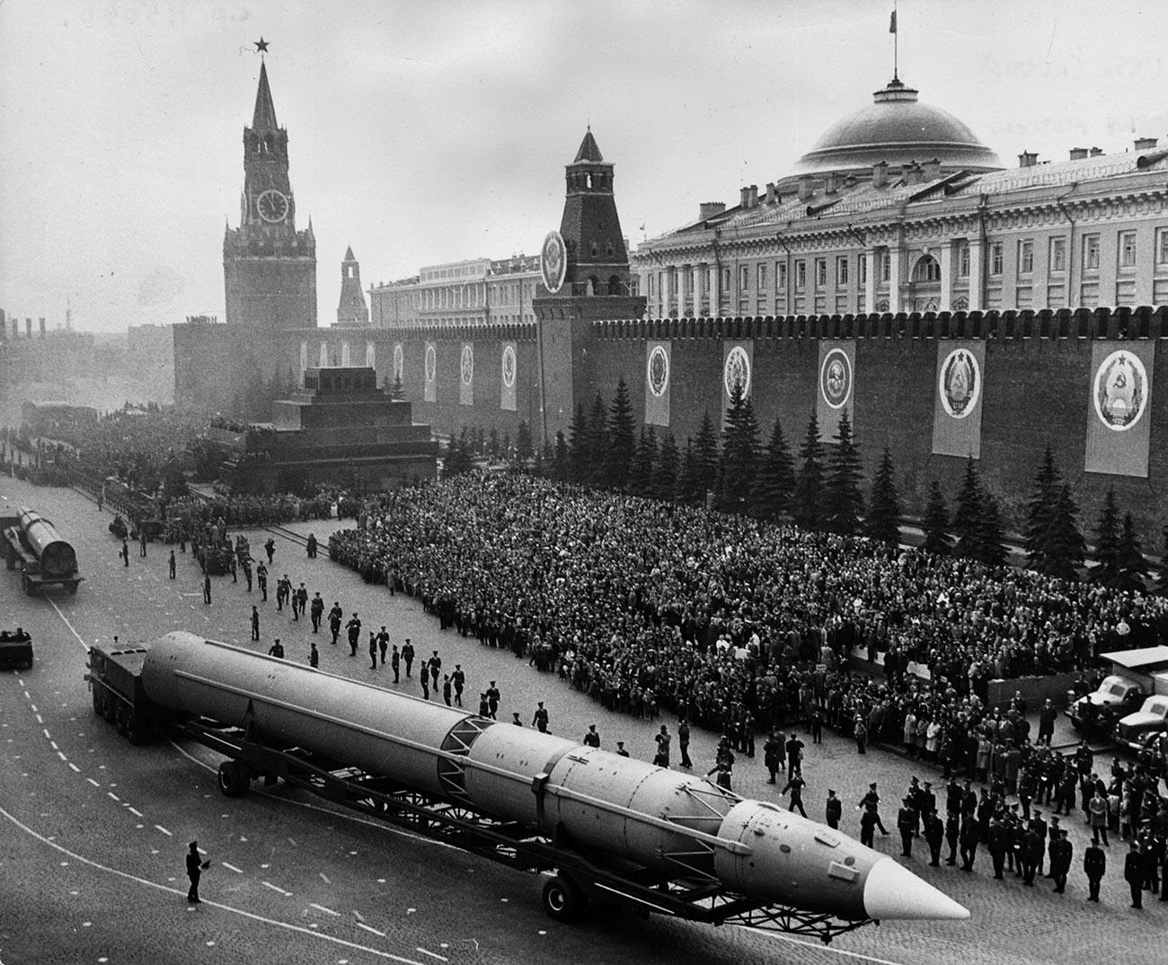 """Chiến dịch """"tung hỏa mù"""" của Liên Xô khiến Mỹ thấp thỏm"""