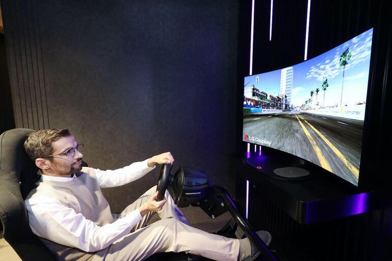 LG Display cho hay loại màn hình OLED có thể uốn cong này được tối ưu hóa cho chơi game. Ảnh: LG Display